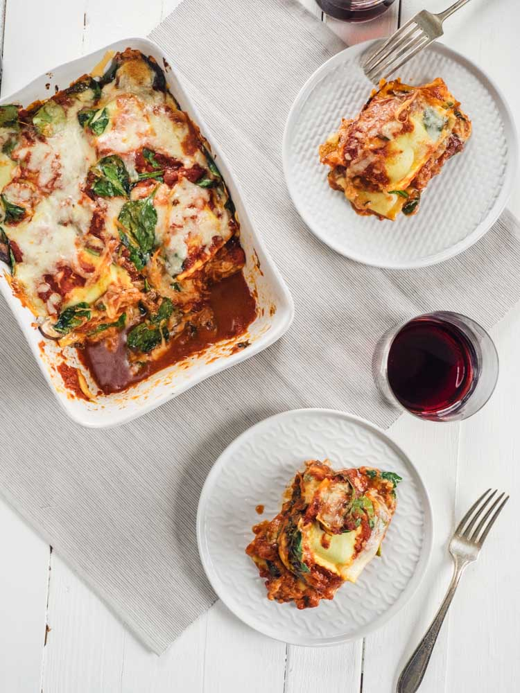 Ravioli Lasagna | This easy frozen ravioli lasagna with spinach is perfect for a fast weeknight dinner. With only 6 ingredients, it's a hearty vegetarian recipe. | SeasonedVegetable.com #lasagna #vegetarian #dinner #recipe